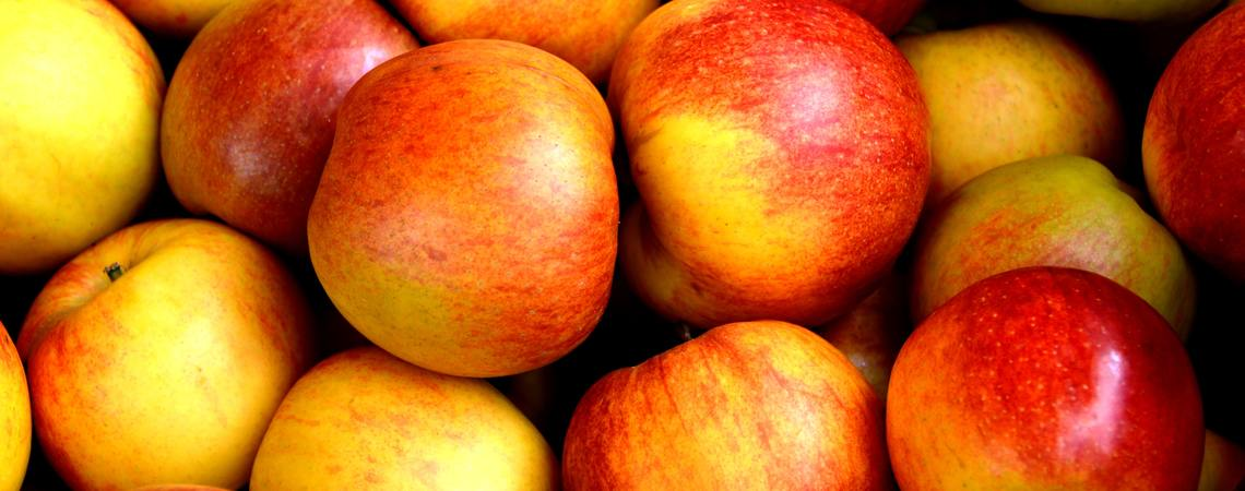 Lg apple apples close up 162806