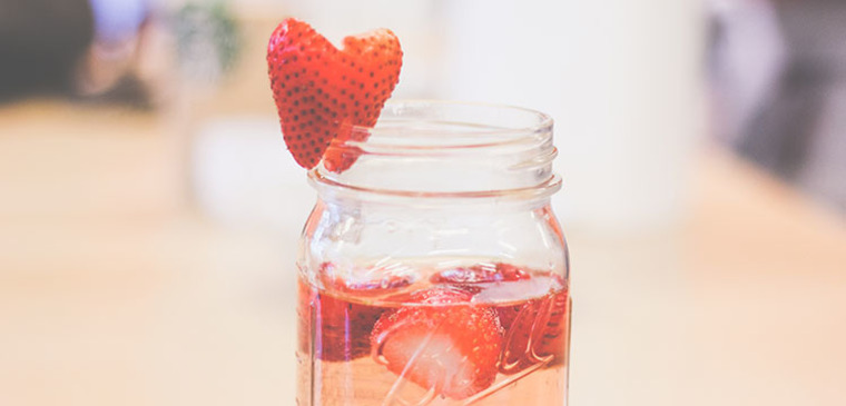 Thumb article strawberry sangria 750x360