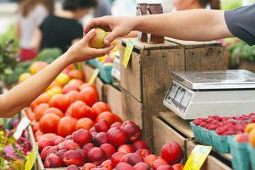 Thumb farmers market buying 700x467