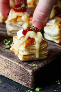 Thumb cranberry and brie bites tall3