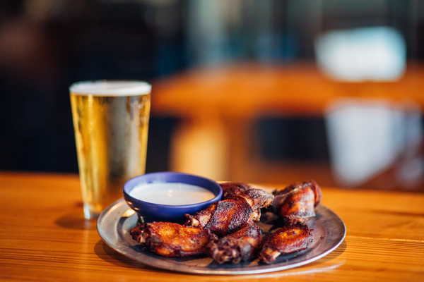 Como Smoke and Fire offers exceptional wings and beer at a great price in Columbia, Mo.